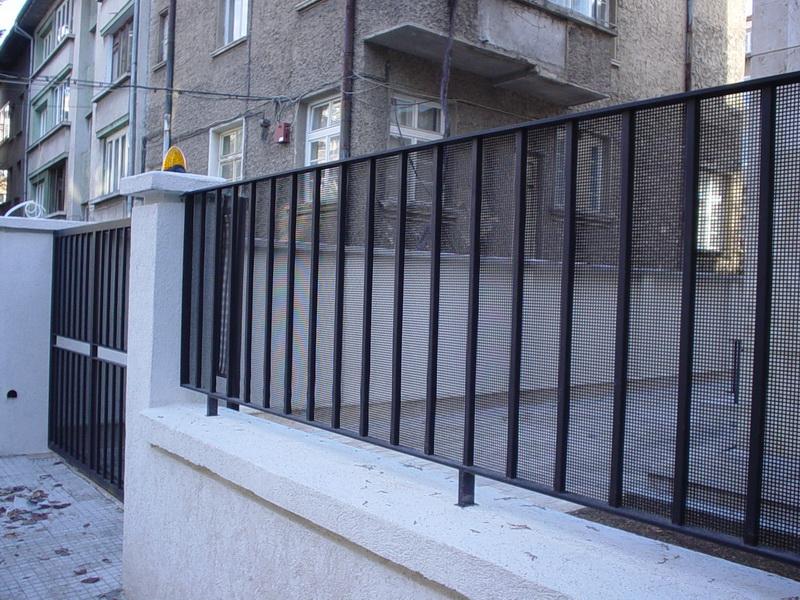 Метална врата и ограда