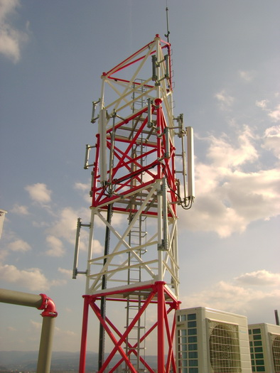 Метална конструкция за телекомуникационни устройства