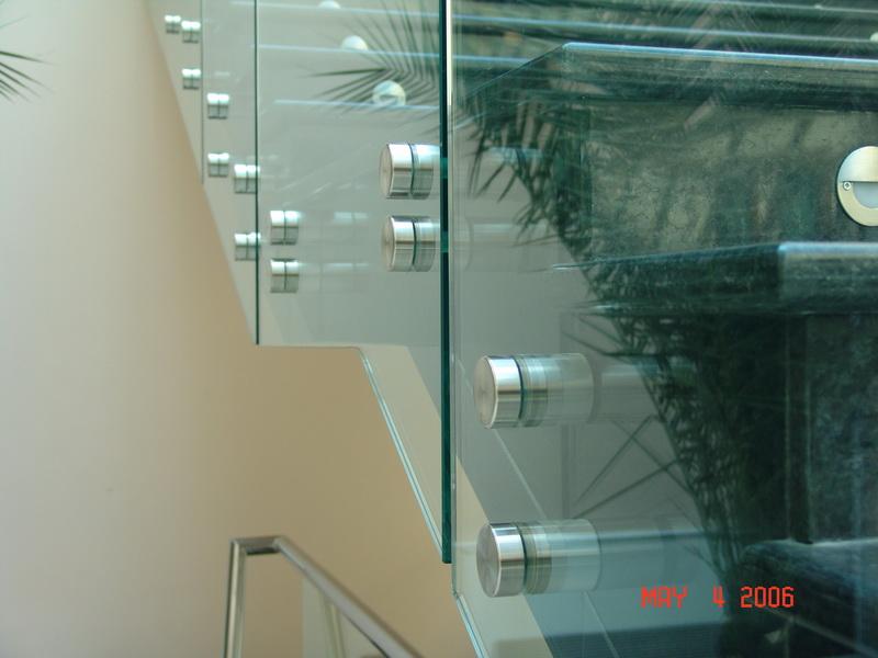 Стъклен самоносещ парапет